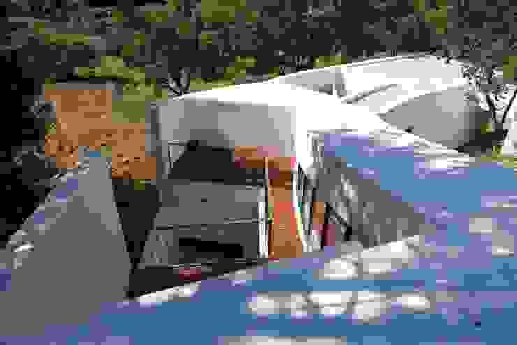 ห้องโถงทางเดินและบันไดสมัยใหม่ โดย IEUNG Architect โมเดิร์น