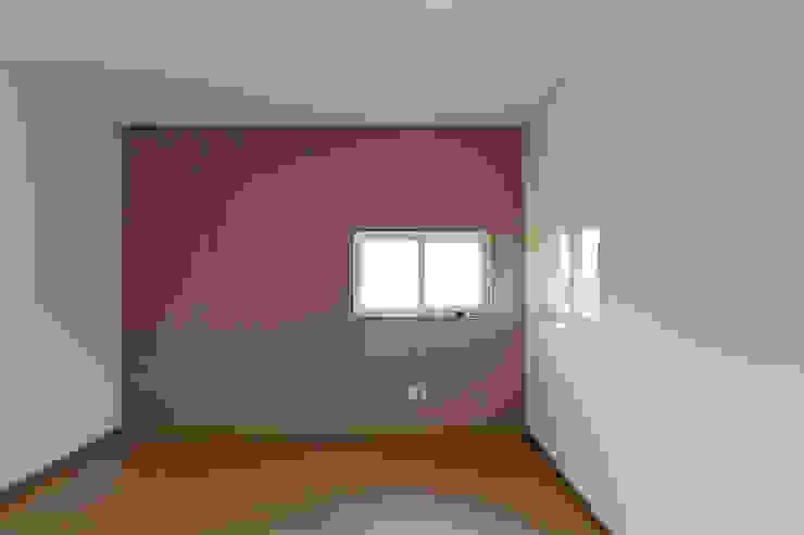 Спальня в стиле модерн от 리슈건축 Модерн