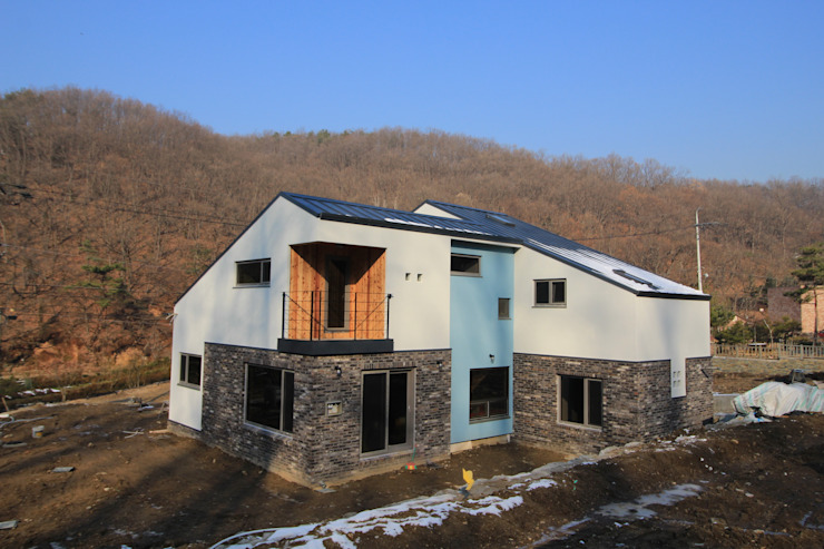 Maisons modernes par 봄 하우스플랜 Moderne