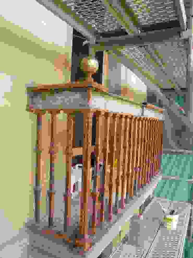 Balcone, Veranda & Terrazza in stile classico di Estudio Arquitectura Ricardo Pérez Asin Classico