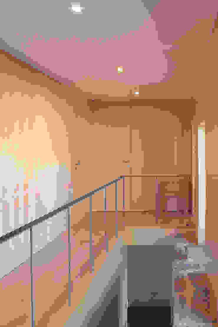 Corredor e escada por Pedro Miguel Santos, arquitecto