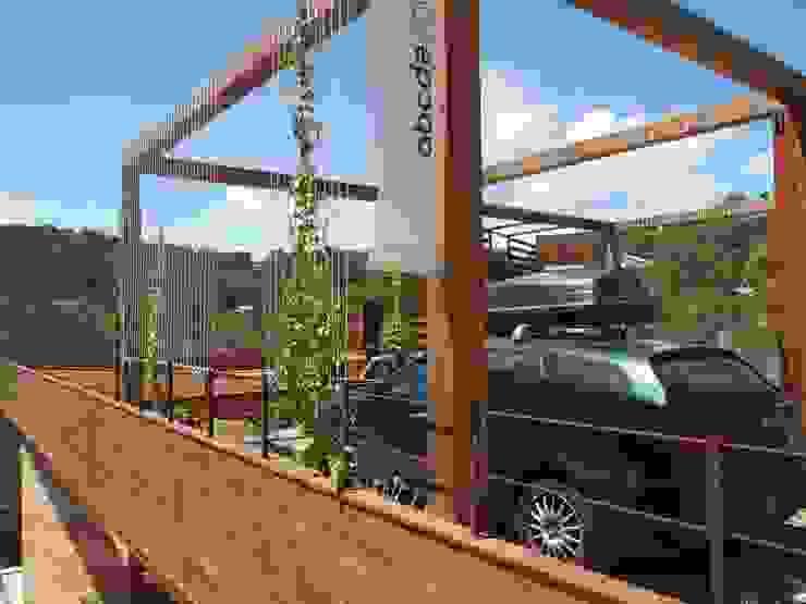 ABCDEstudio Garasi Gaya Mediteran Parket Wood effect