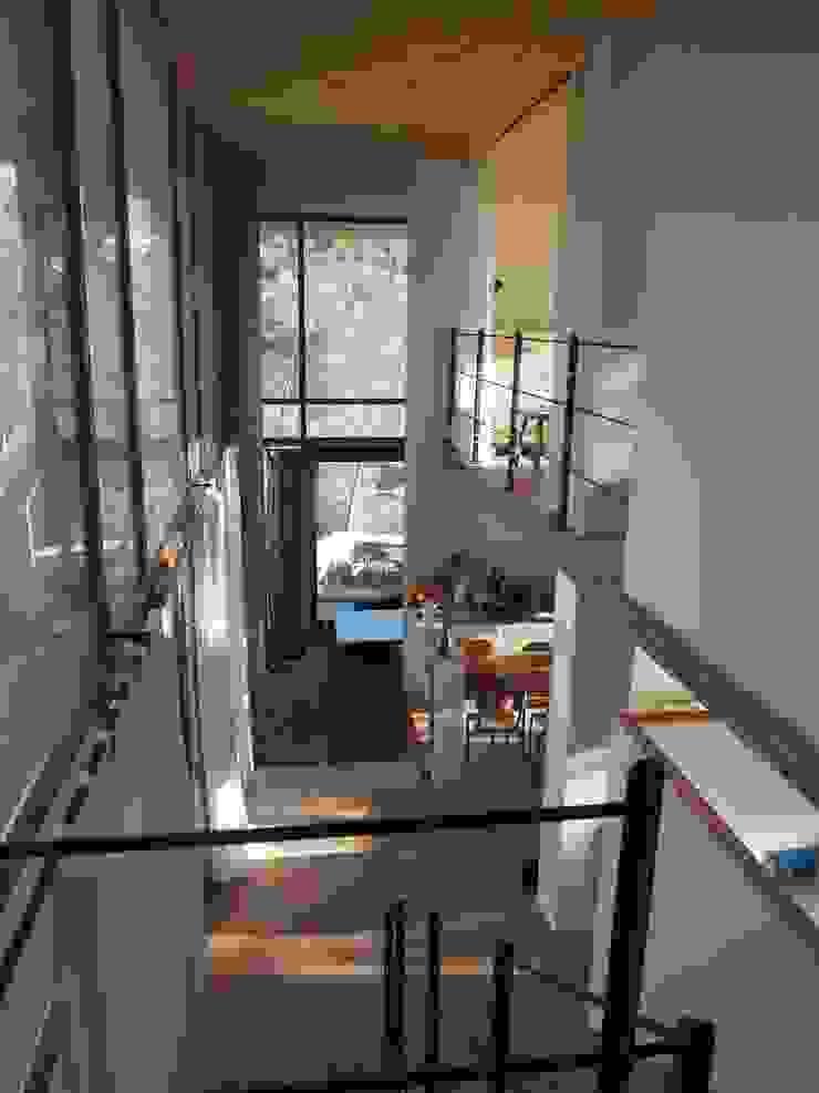 ABCDEstudio Koridor & Tangga Gaya Mediteran Kayu Wood effect