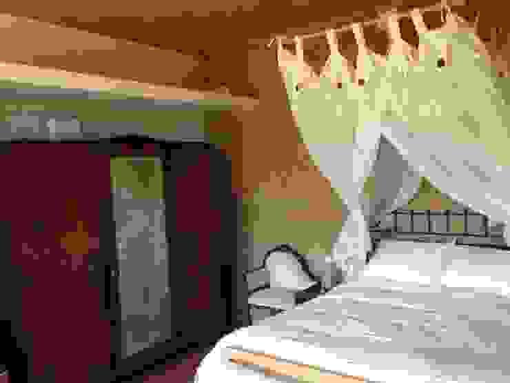 ABCDEstudio Kamar Tidur Gaya Mediteran Batu Bata Wood effect
