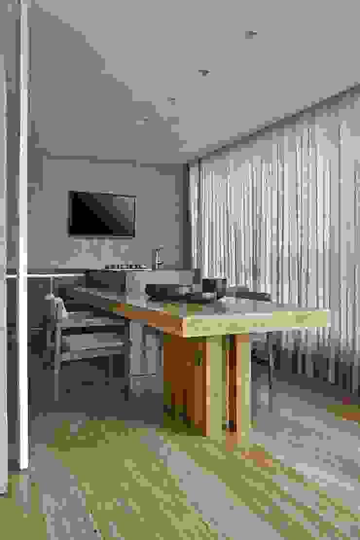LA17 Casas modernas por David Guerra Arquitetura e Interiores Moderno