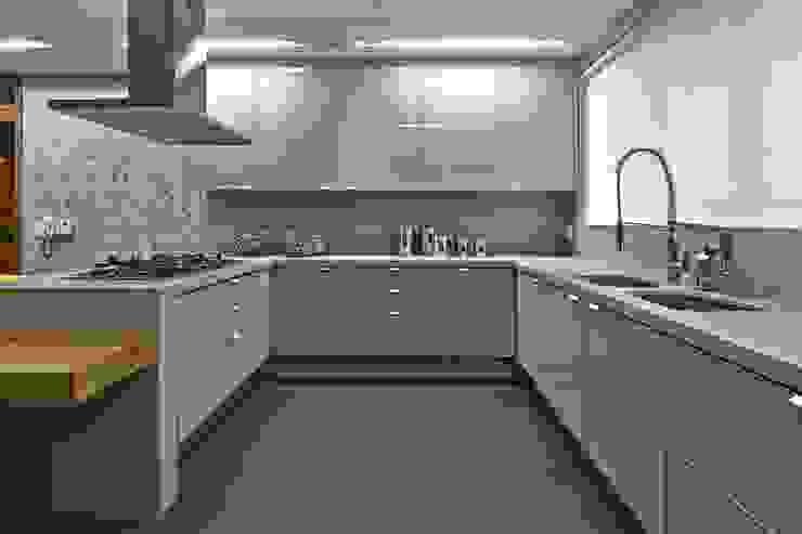 LA26 Casas modernas por David Guerra Arquitetura e Interiores Moderno