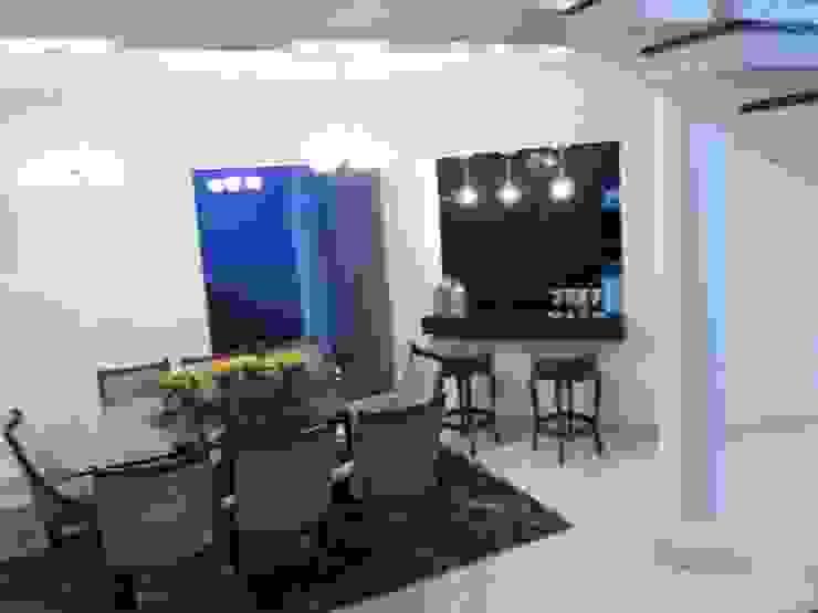 Casa Contemporânea Salas de jantar clássicas por Renata Prata Studio Clássico