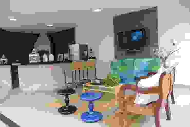 Casa Contemporânea Varandas, alpendres e terraços rústicos por Renata Prata Studio Rústico