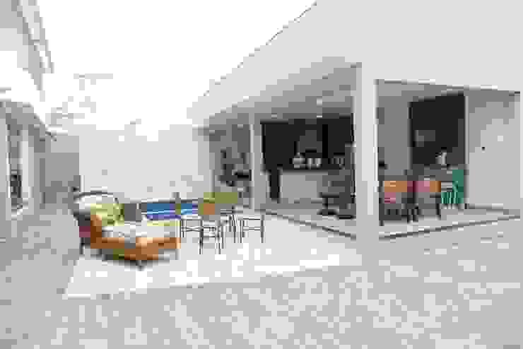 Casa Contemporânea Varandas, alpendres e terraços modernos por Renata Prata Studio Moderno