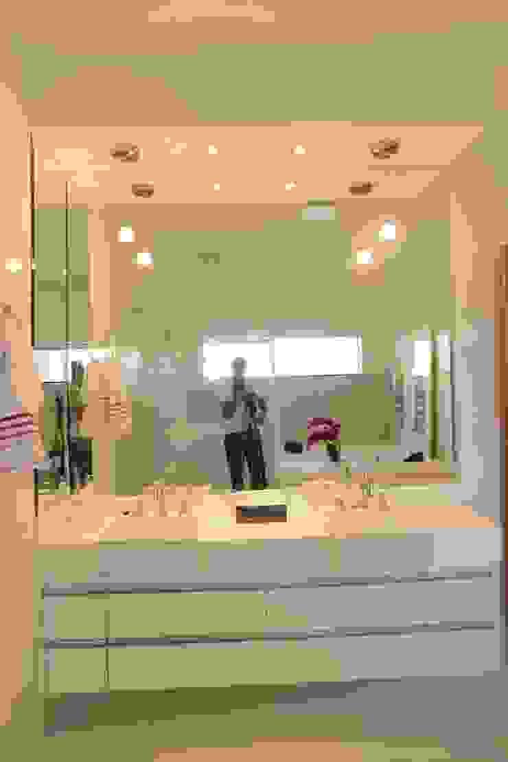 Casa Contemporânea Banheiros clássicos por Renata Prata Studio Clássico