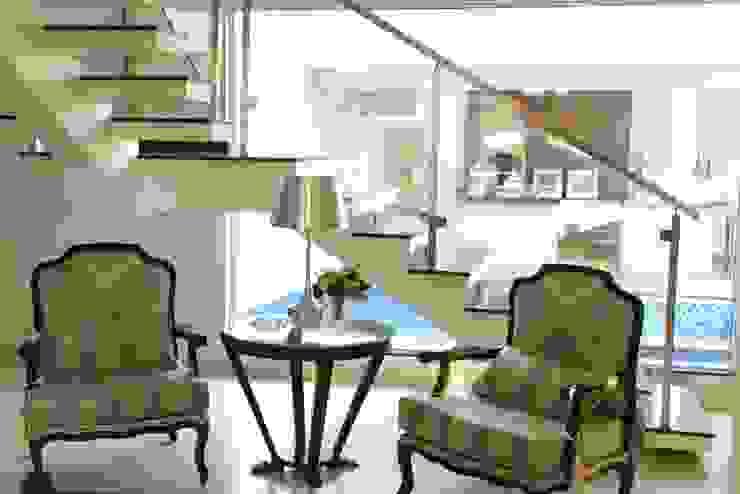 Casa Contemporânea Salas de estar clássicas por Renata Prata Studio Clássico