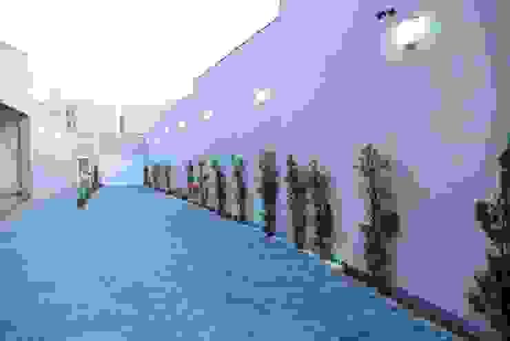 Casa Contemporânea Corredores, halls e escadas rústicos por Renata Prata Studio Rústico