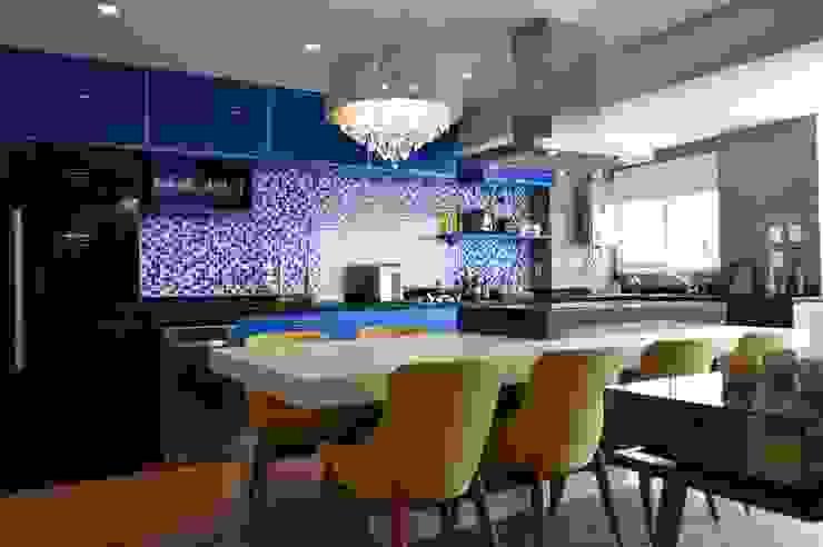 Phòng ăn phong cách hiện đại bởi Fabiana Rosello Arquitetura e Interiores Hiện đại