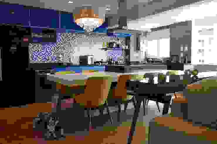 Nhà bếp phong cách hiện đại bởi Fabiana Rosello Arquitetura e Interiores Hiện đại