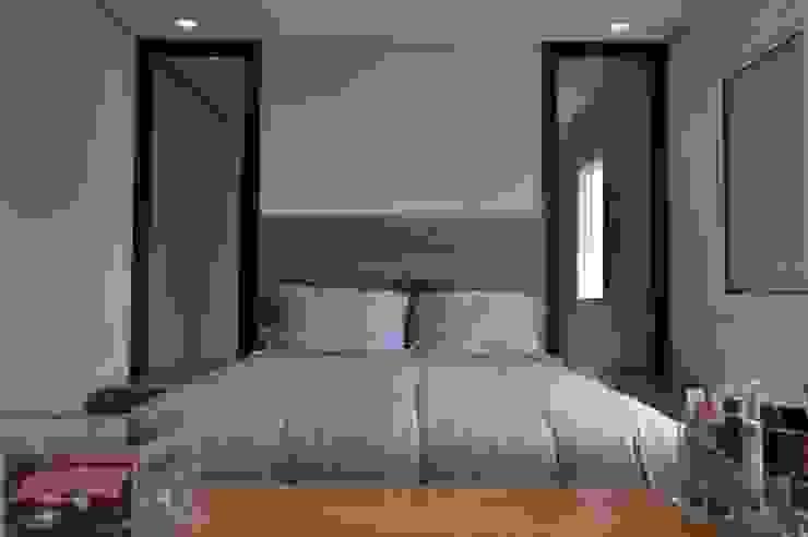 Phòng ngủ phong cách hiện đại bởi Fabiana Rosello Arquitetura e Interiores Hiện đại