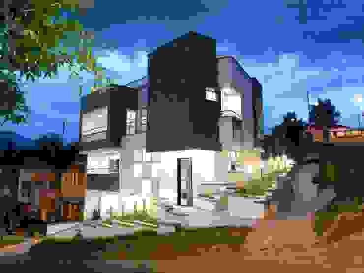 Exterior Casas modernas de Le.tengo Arquitectos Moderno