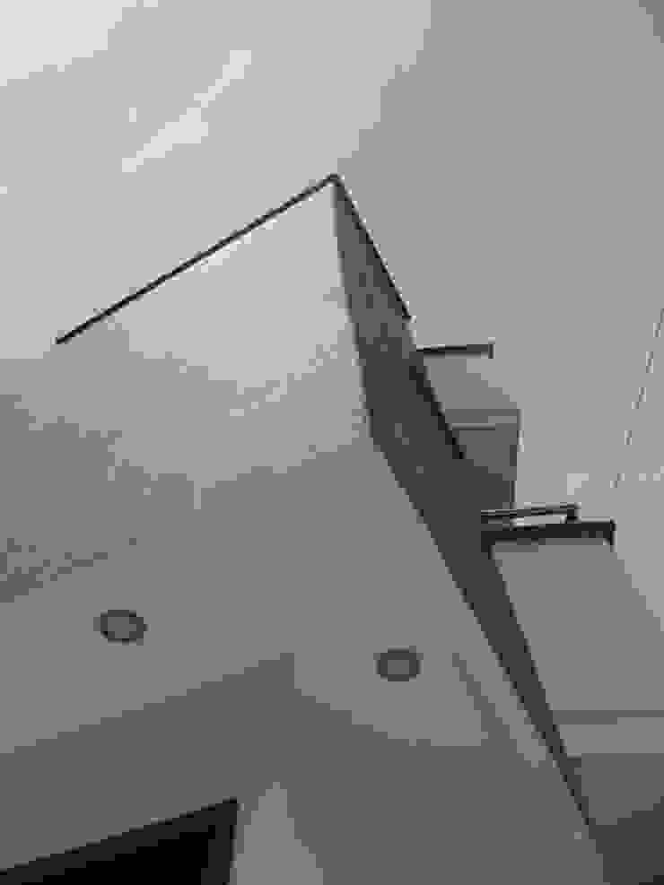 Volumen acceso Casas modernas de Le.tengo Arquitectos Moderno