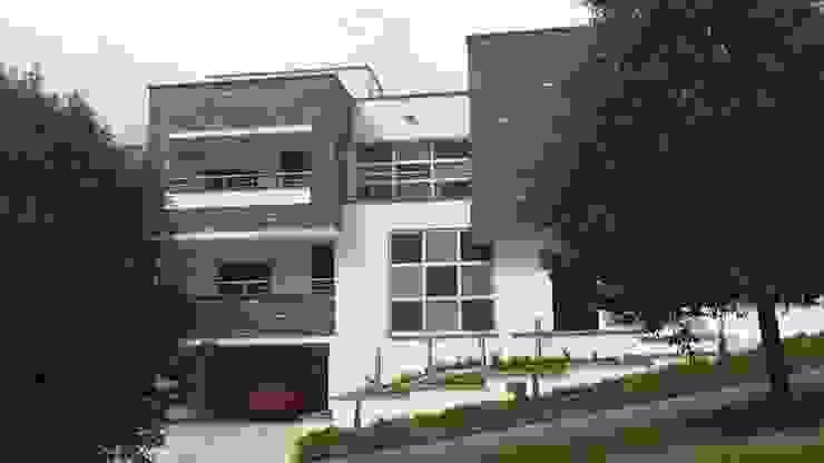 Casas modernas de Le.tengo Arquitectos Moderno