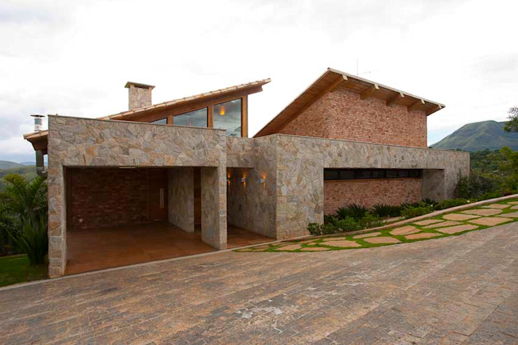 Mountain House Rustic style houses by David Guerra Arquitetura e Interiores Rustic