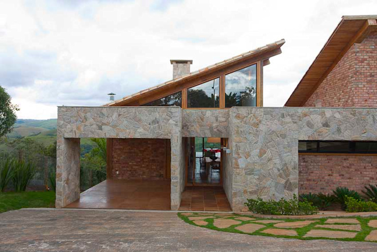 Mountain House Case in stile rustico di David Guerra Arquitetura e Interiores Rustico
