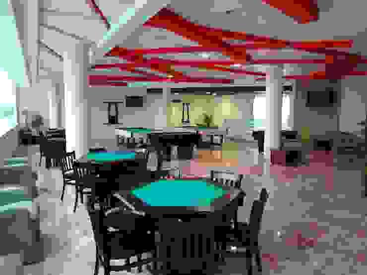 CENTRO DE JUBILADOS Y PENSIONADOS DEL SERVICIO PÚBLICO Salones minimalistas de AR+D arquitectos Minimalista