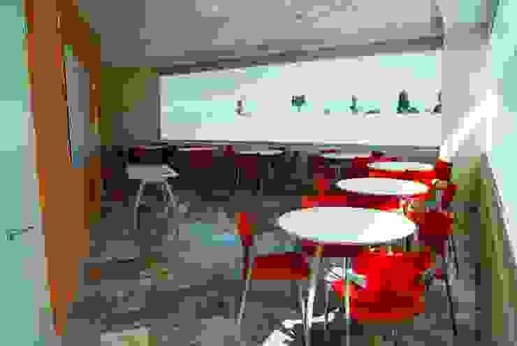CENTRO DE JUBILADOS Y PENSIONADOS DEL SERVICIO PÚBLICO Estudios y despachos minimalistas de AR+D arquitectos Minimalista