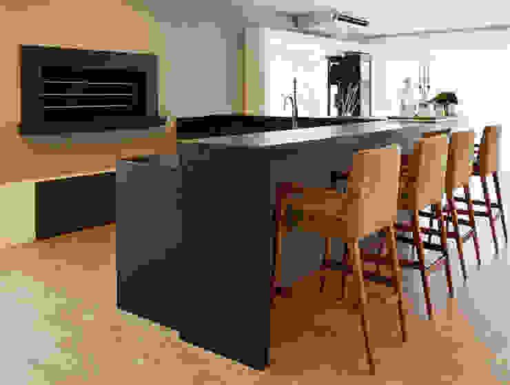 APARTAMENTO TERRAVILLE Cozinhas modernas por Joana & Manoela Arquitetura Moderno