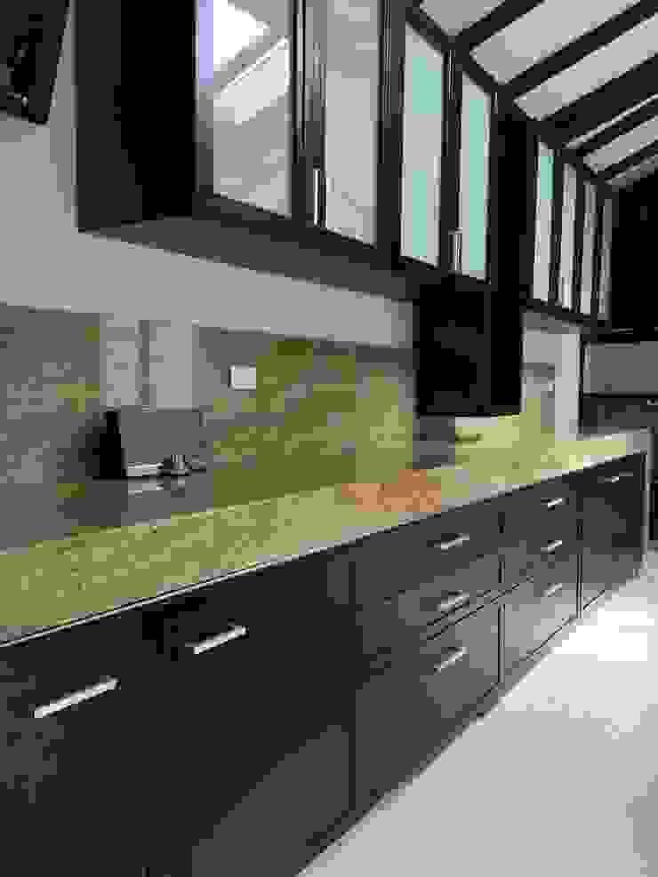 Modern Kitchen by LOPEZCAJIAO Modern Wood Wood effect