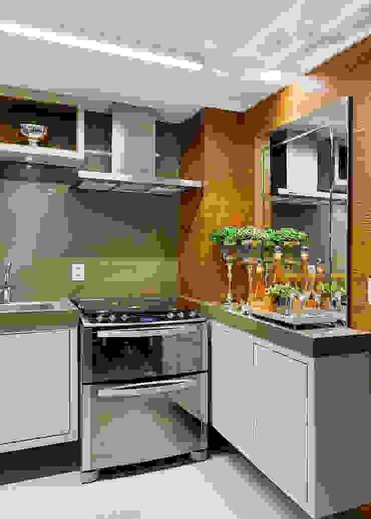 APARTAMENTO PORTO ALEGRE Cozinhas modernas por Joana & Manoela Arquitetura Moderno