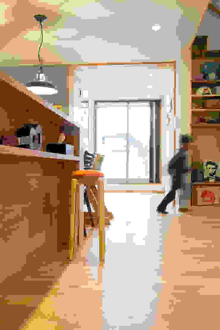 Open space: リノクラフト株式会社が手掛けた折衷的なです。,オリジナル 木 木目調