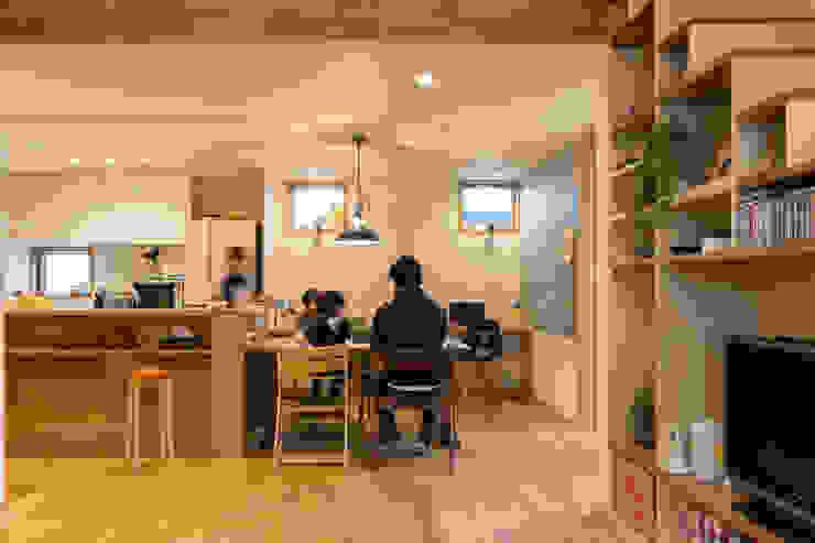 Dining room: リノクラフト株式会社が手掛けた折衷的なです。,オリジナル 木 木目調