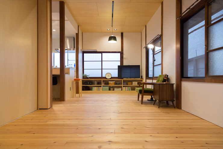 Living: リノクラフト株式会社が手掛けた折衷的なです。,オリジナル 木 木目調