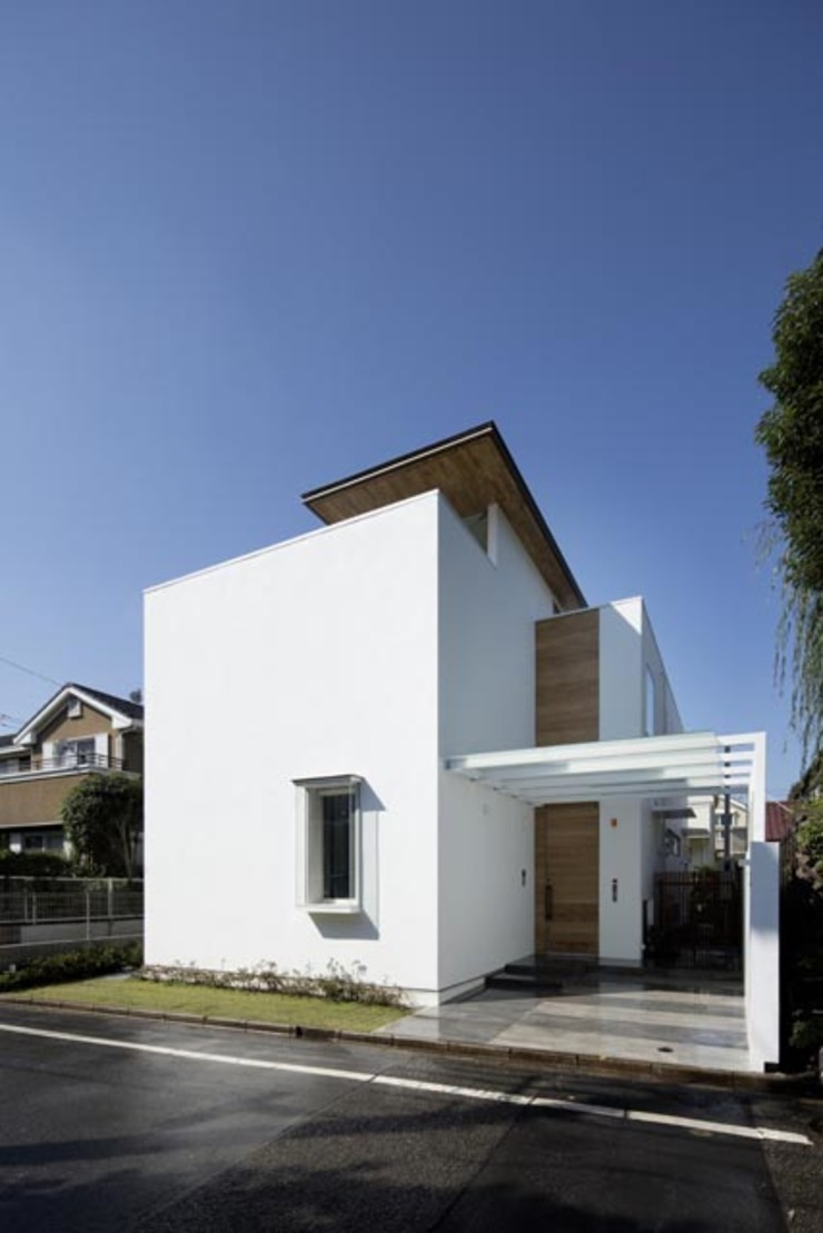 i邸: 菅原賢二 設計スタジオが手掛けた現代のです。,モダン