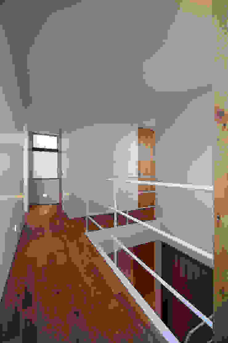 大東の家その3 北欧スタイルの 玄関&廊下&階段 の アトリエ スピノザ 北欧