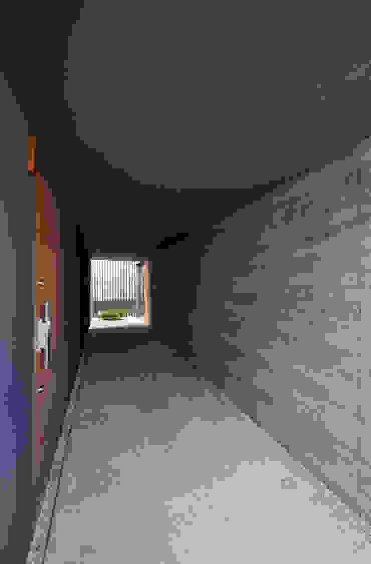 玄関アプローチ モダンスタイルの 玄関&廊下&階段 の 株式会社クレールアーキラボ モダン 鉄筋コンクリート