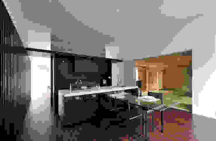 Nhà bếp phong cách hiện đại bởi 株式会社クレールアーキラボ Hiện đại Bê tông cốt thép
