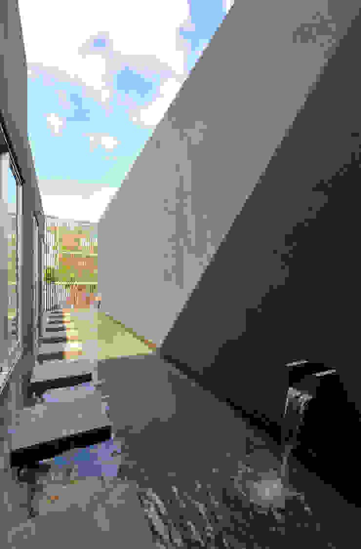 水盤 モダンな庭 の 株式会社クレールアーキラボ モダン 鉄筋コンクリート