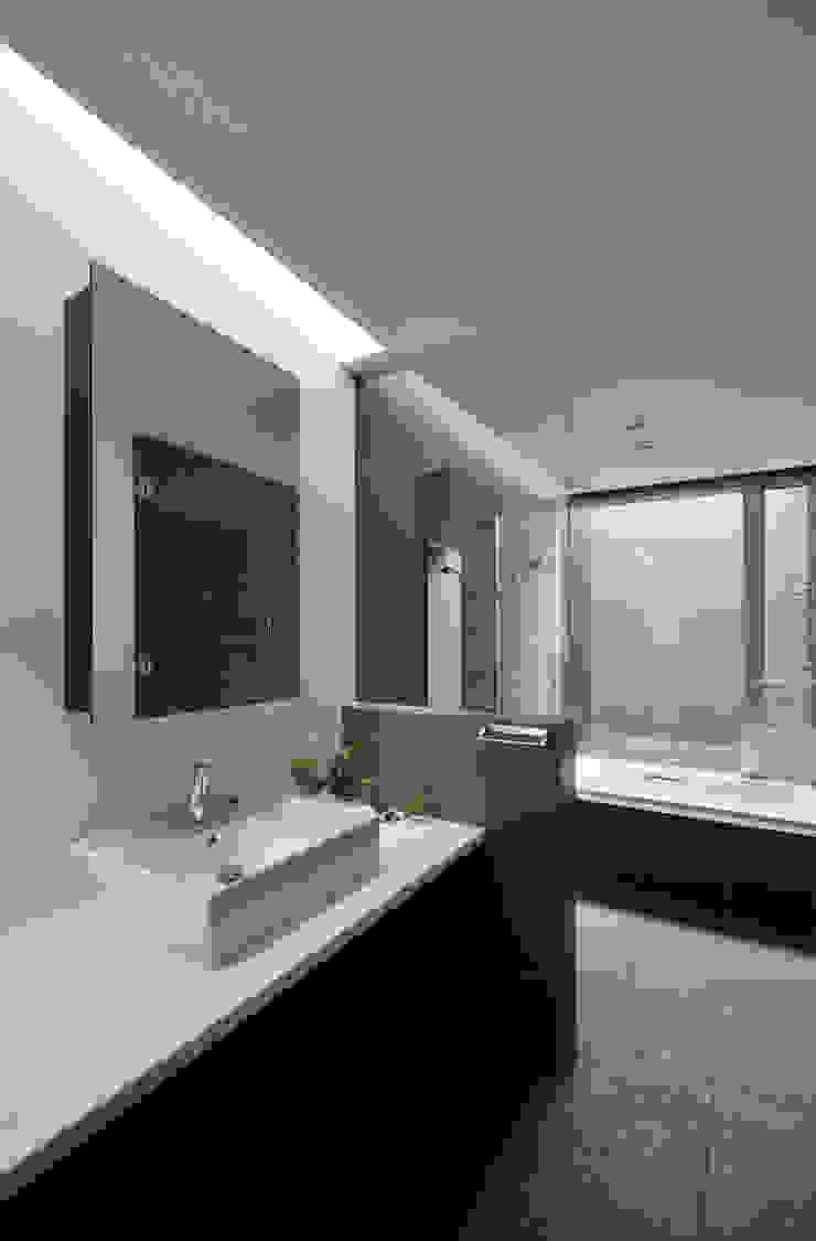 首里・桜の家 モダンスタイルの お風呂 の 株式会社クレールアーキラボ モダン 鉄筋コンクリート