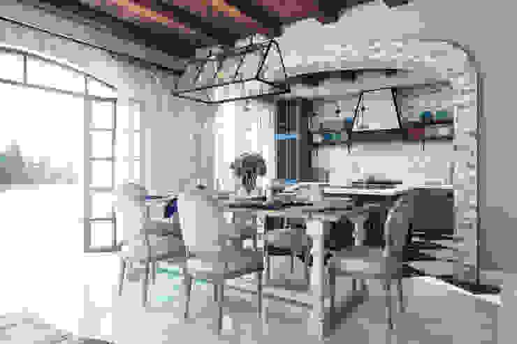 Современное средиземноморье Столовая комната в средиземноморском стиле от BURO'82 Средиземноморский Камень