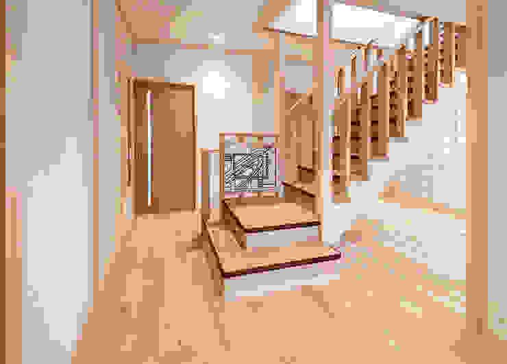Vestíbulos, pasillos y escaleras de estilo  de マルグラスデザインスタジオ,