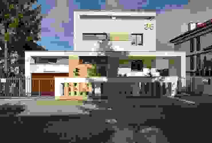 Elewacja frontowa domu po rozbudowie - ujęcie nr 2. od Architectus Pracownia Projektowa