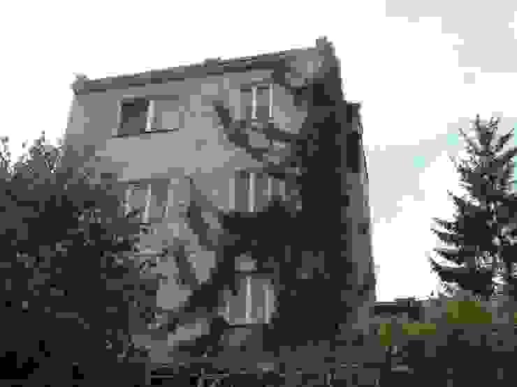 Elewacja ogrodowa domu przed rozbudową. od Architectus Pracownia Projektowa