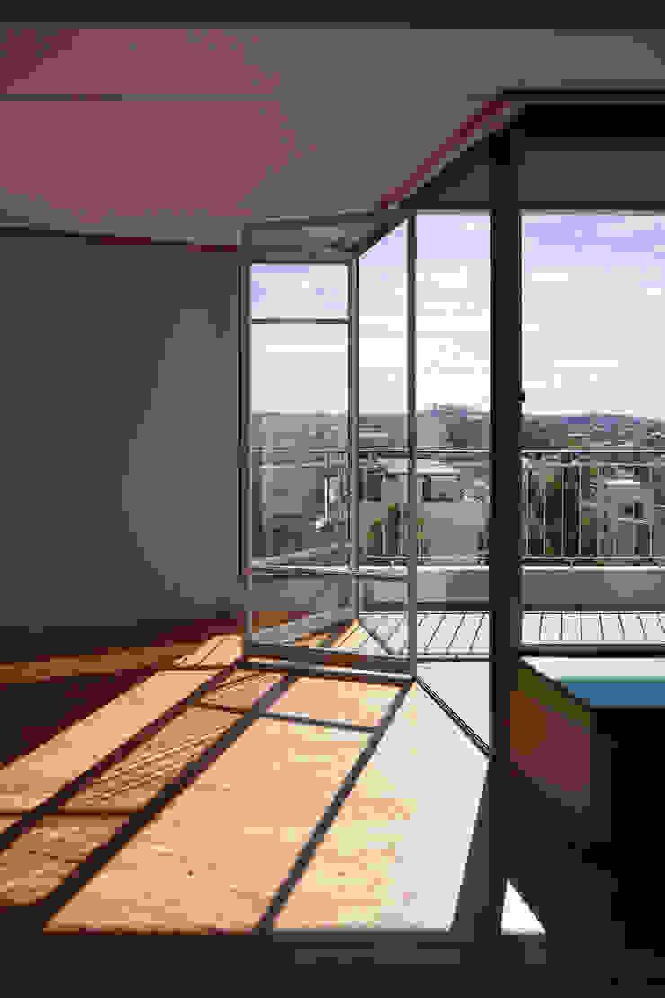 Restauro de apartamento no Bloco das Águas Livres, Lisboa Salas de estar modernas por Alberto Caetano Moderno