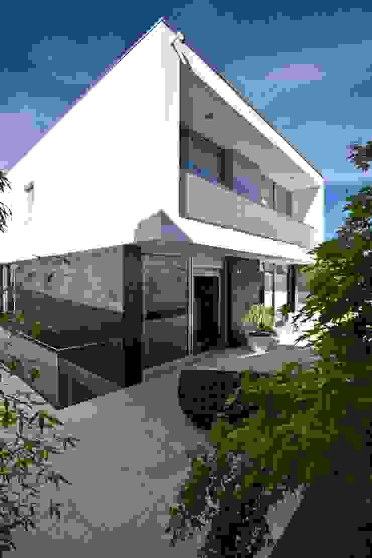 Casa A.F. | atelier d'arquitectura J. A. Lopes da Costa Varandas, marquises e terraços modernos por Atelier d'Arquitetura Lopes da Costa Moderno Ardósia