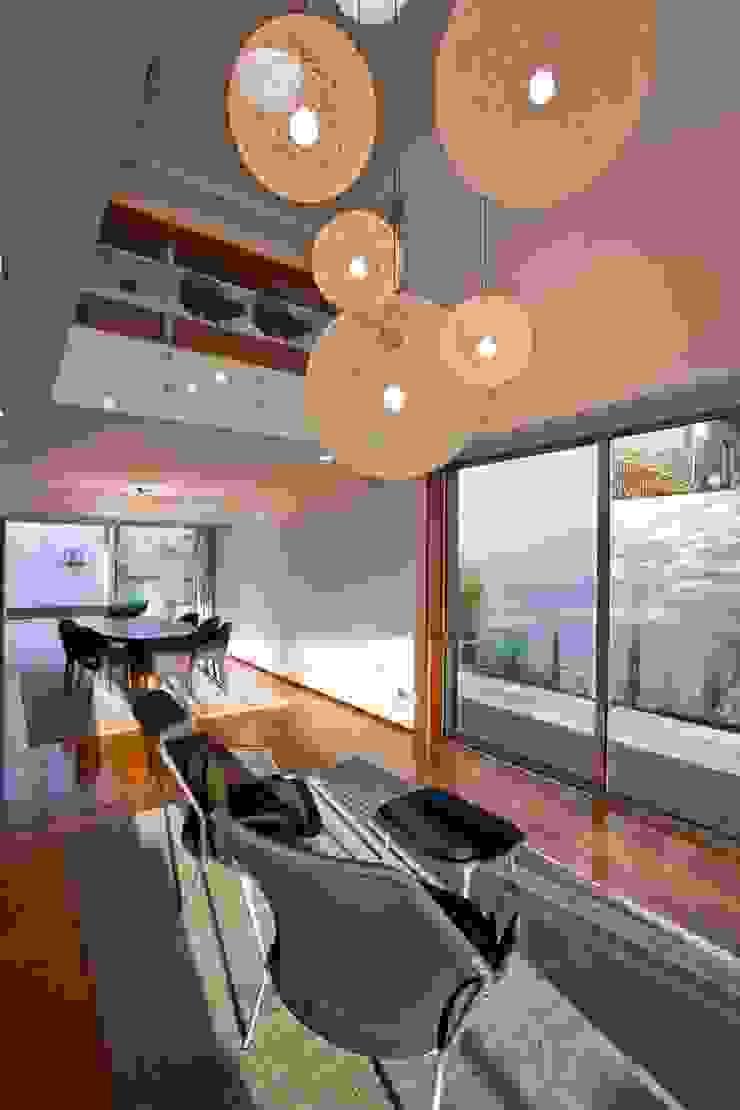 Casa A.F. | atelier d'arquitectura J. A. Lopes da Costa Salas de estar modernas por Atelier d'Arquitetura Lopes da Costa Moderno Madeira Acabamento em madeira
