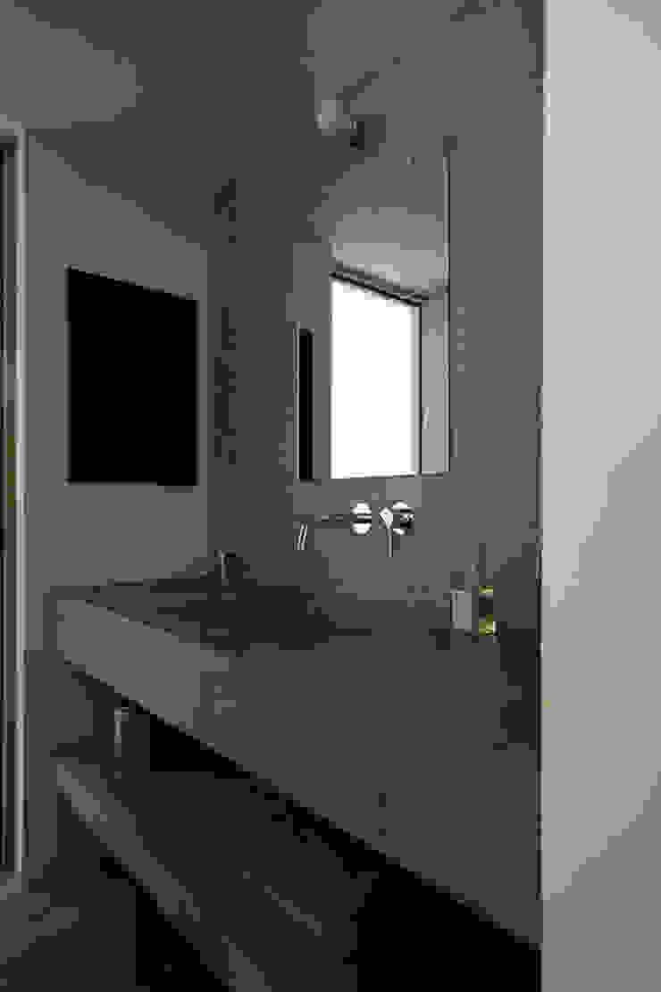 洗面所 インダストリアルスタイルの お風呂 の 小林良孝建築事務所 インダストリアル コンクリート