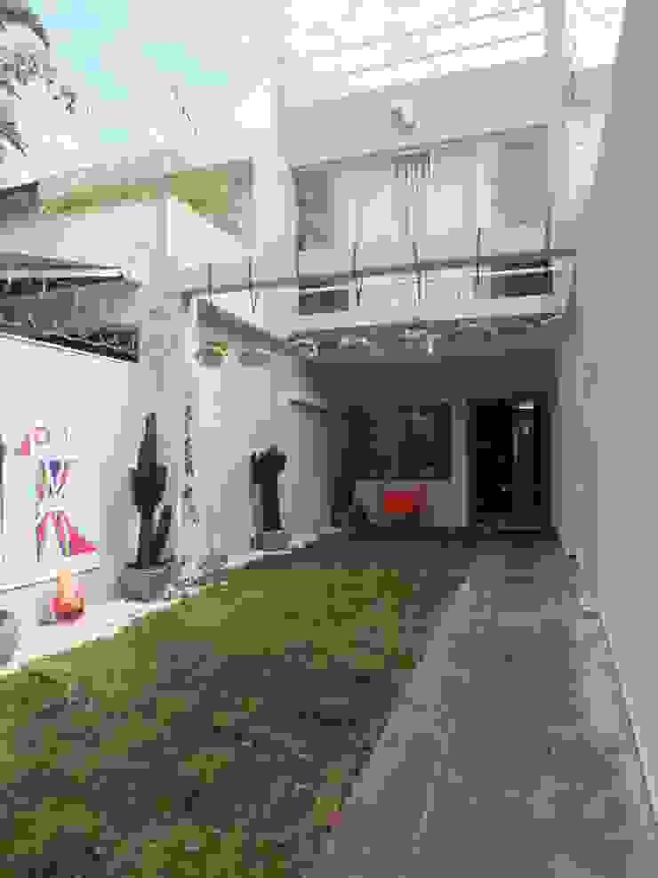 Entrada Residência Jardins - São Paulo - Brasil Casas modernas por Arquitetura Ecológica Moderno