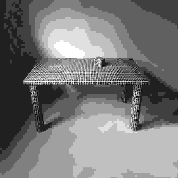 THE POOL: DAY TRACTIONデザイン事務所が手掛けたミニマリストです。,ミニマル 陶器