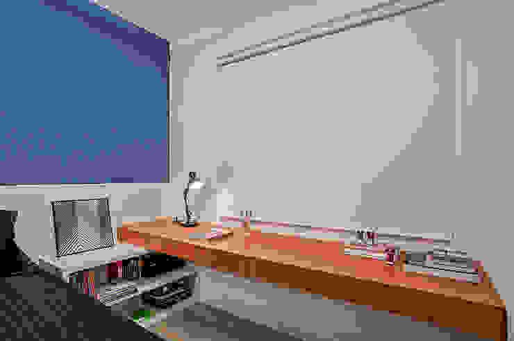 Dormitorios de estilo  por Studio Boscardin.Corsi Arquitetura, Moderno