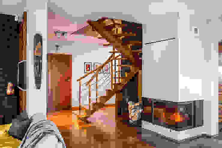 Koridor & Tangga Modern Oleh Viva Design - projektowanie wnętrz Modern Batu